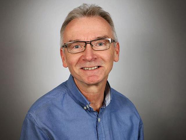 Porträt von Herr Peter Weber, dem Filialleiter des Kallisto Wasserbett Studios in Augsburg.